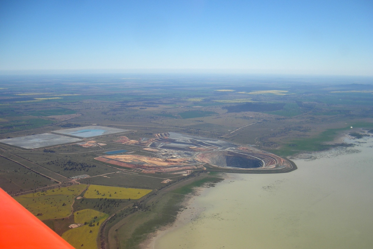 Gold mine Lake Cowal.JPG