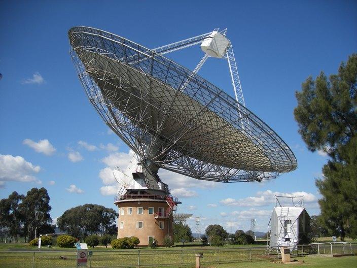 Parkes telescope 2.JPG