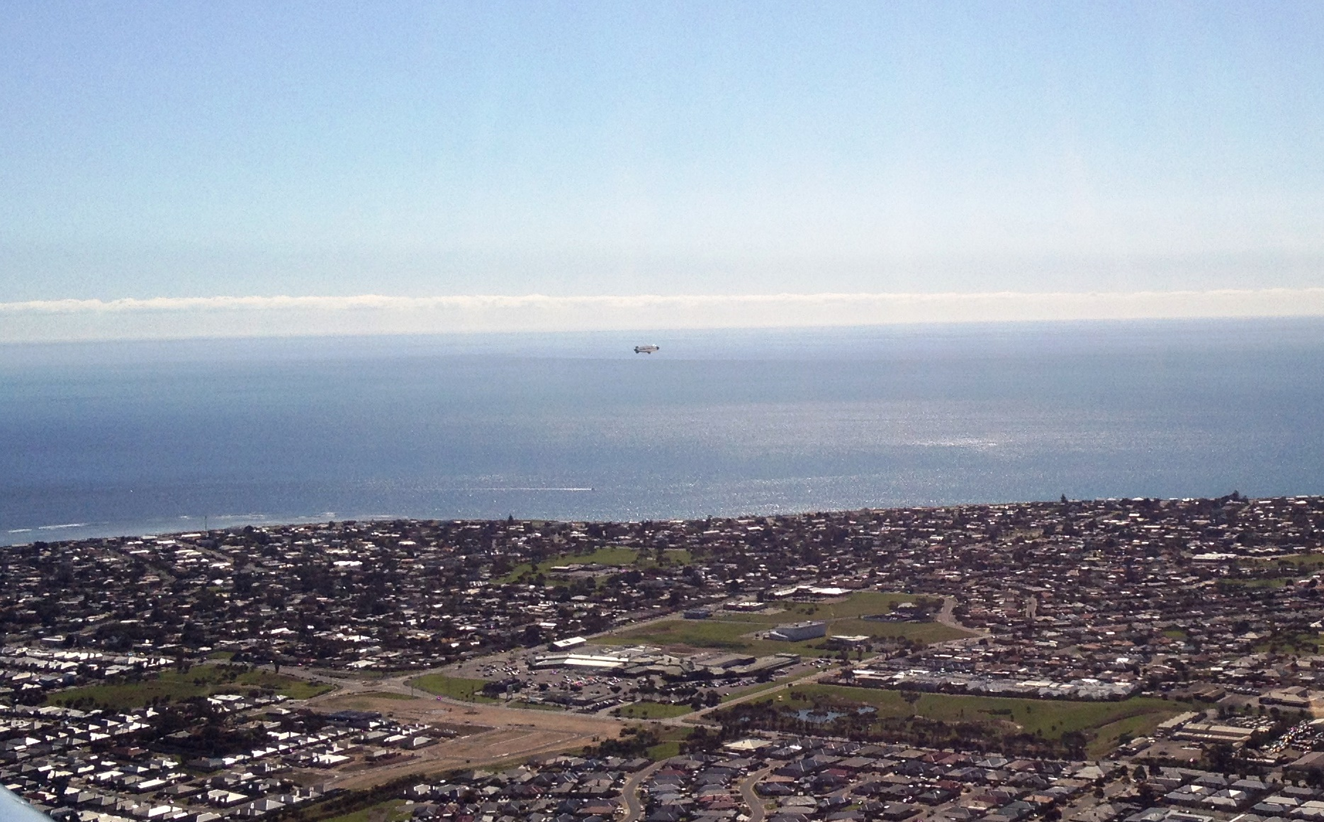 Richo_blimp_over_aldinga.jpg